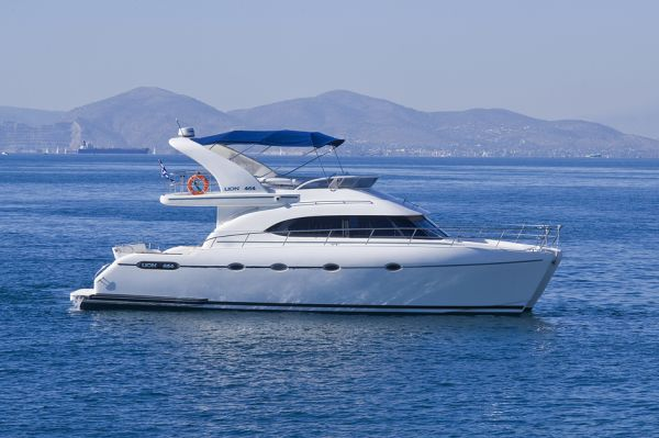 M/Y LION 464, Robertson & Caine Power Cat
